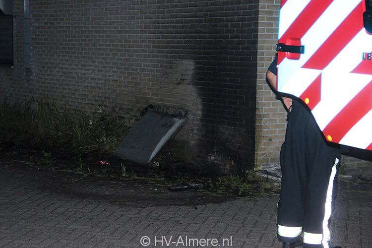 Afval in brand tegen pand Steurpand 1