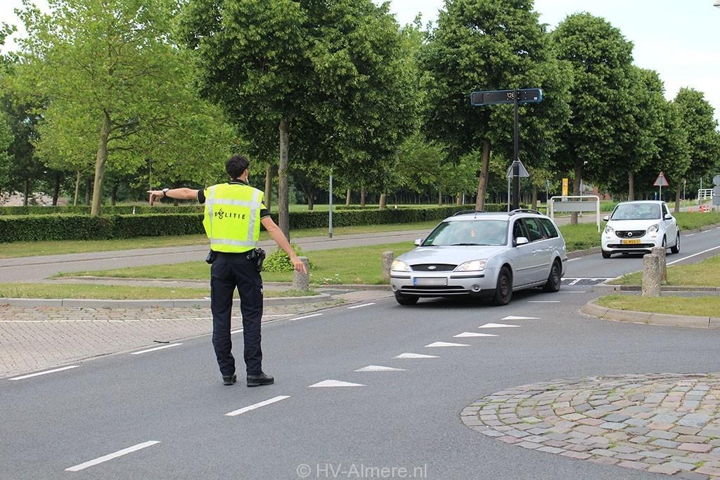 Scooterrijders bekeurd tijdens controle in Almere Buiten 8