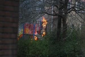 Speeltoestel in brand Staatsliedenwijk