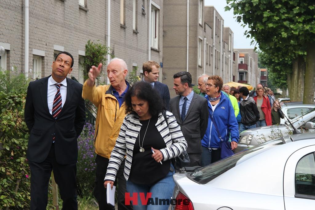 Burgemeester in gesprek met bewoners Kruidenwijk - HV-Almere