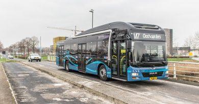 Buspassagier trekt aan stuur bus Keolis