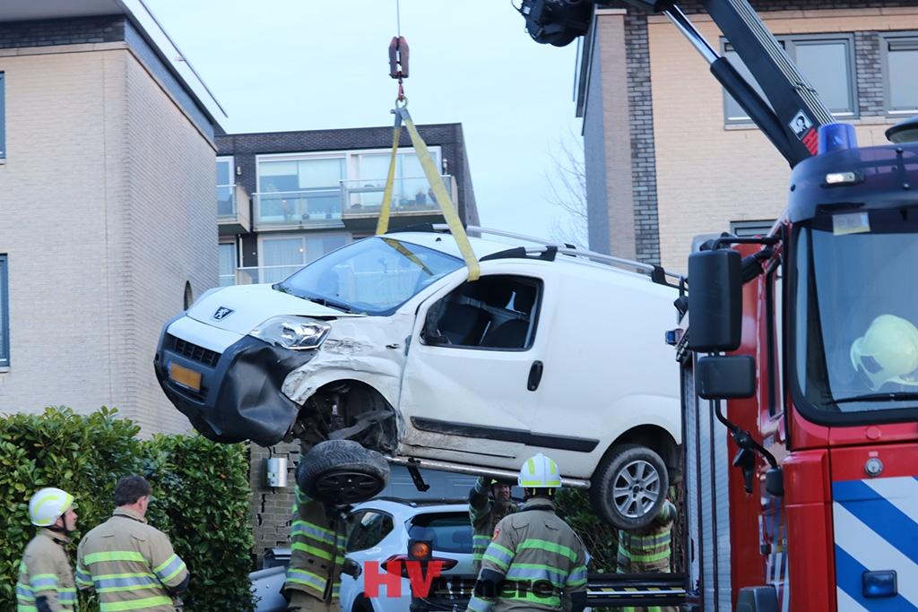 Auto Garage Almere : Auto rijdt voortuin woning binnen hv almere