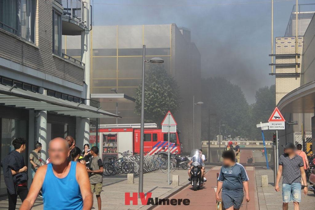 Auto Garage Almere : Parkeergarage in centrum gesloten na autobrand hv almere