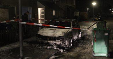 Auto brandt volledig uit Stedenwijk