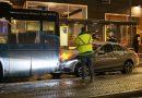 Automobiliste botst op stadsbus bij halte Stadhuisplein