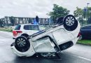 Auto over de kop bij ongeval op Evenaar