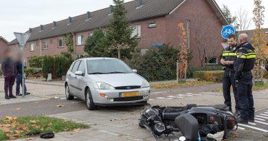 Aanrijding tussen auto en scooter in de Oostvaardersbuurt