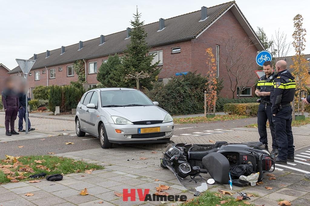 Ongeluk scooter en auto in onze wijk:.
