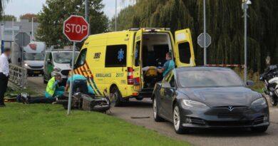 Scooterrijder gewond na ongeval met auto Beemsterweg