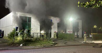 Grote brand in bedrijfspand Muziekwijk